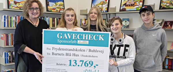 Børn hjælper børn: Elever løb knap 14.000 kroner ind til Barnets Blå Hus