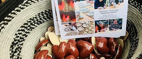 Borgere med demens sender hjerter til butikkerne i Frederikshavn