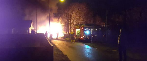 Garage og bil i brand på Bådhusvej