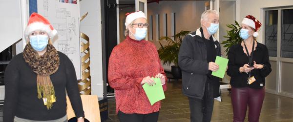 Htx-lærerne på htx Frederikshavn juler for eleverne