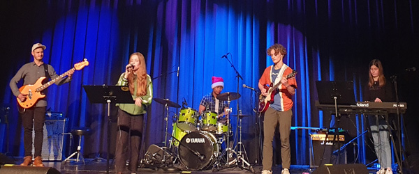 Musikskolens talentklasses juleafslutning blev livestreamet