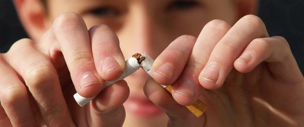 Halvt så mange unge ryger dagligt